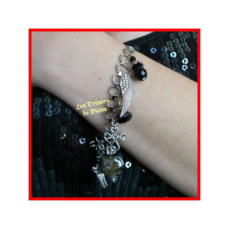 Bracelet en acier inoxydable à breloques