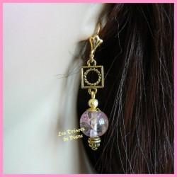 Boucles d'oreilles en verre ancien rose