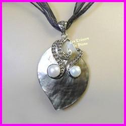 Pendentif en abalone naturelle et perles d'eau douce