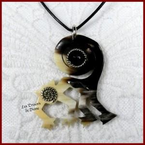 Pendentif SINGE ethnique en corne et agate noire naturelle