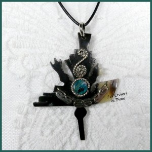 Pendentif OISEAU ethnique en corne et turquoise naturelle